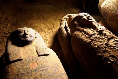 Arqueólogos descubren una tumba egipcia con 13 sarcófagos sellados e intactos