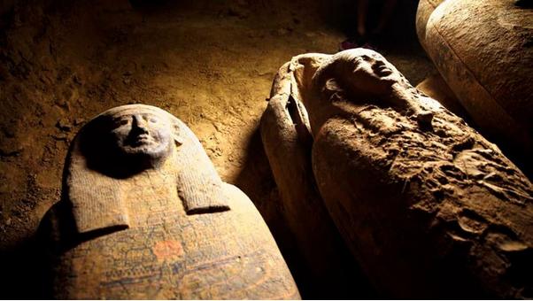 Se descubre una tumba egipcia con 13 sarcófagos intactos