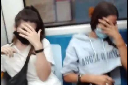 Ataque racista en el Metro de Madrid: Tres desequilibradas escupen e insultan a una pareja latinoamericana