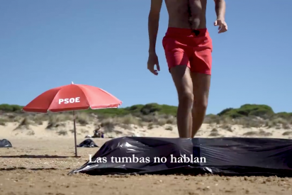El impactante vídeo de las 'vacaciones' de Sánchez: el líder del PSOE toma el sol rodeado de cadáveres del COVID-19