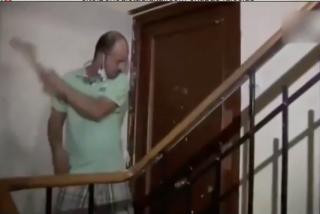 """Un propietario recupera su piso con martillo en mano y la 'Ley Rumana': """"A mí nadie me toca los cojones"""""""