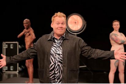 La televisión estatal danesa emite un programa infantil con adultos desnudos frente a niños