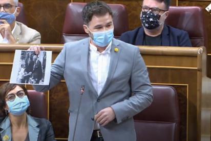"""Rufián acusa a Felipe VI de ser """"el diputado 53 de VOX"""" y se monta un pollo descomunal en el Congreso"""