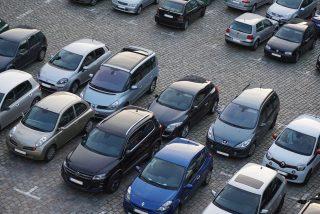 DGT: 200 euros de multa por aparcar mal, aunque sigas dentro del coche