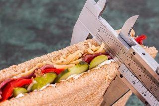 Cómo perder peso sin morirte de hambre: los mejores consejos para bajar esos kilos de más
