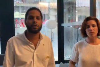 Un centenar de fanáticos independentistas ataca a los diputados Ignacio Garriga y Rocío de Meer (VOX) en Barcelona