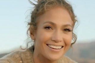 Jennifer Lopez brilla a los 51 mientras posa con su madre, de 74, y sus gemelos, de 12, para el clip de 'familia moderna'