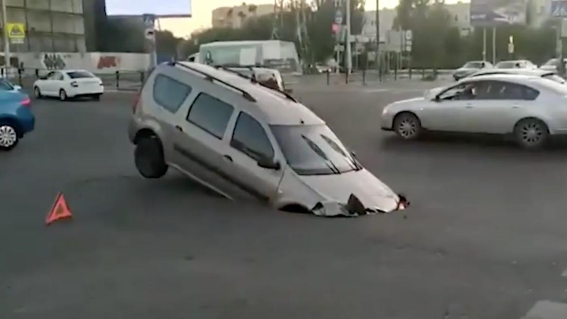 La calle que se 'traga' coches