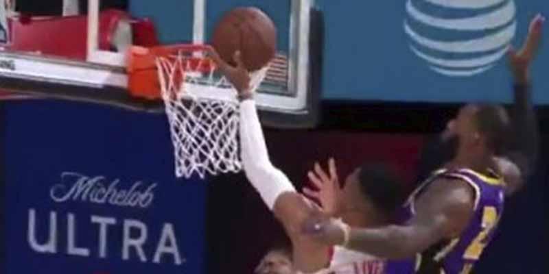 LeBron 'entierra' a Westbrook: tres tapones humillantes en los primeros encuentros entre Lakers y Rockets