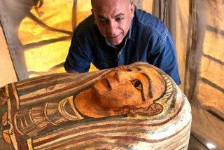 El Cairo: Arqueólogos encuentran tres pozos con entierros intactos de hace 2.500 años