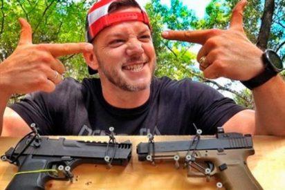 Un 'youtuber' comprueba con distintas armasqué sucede al disparar una pistola directa al cañón de otra