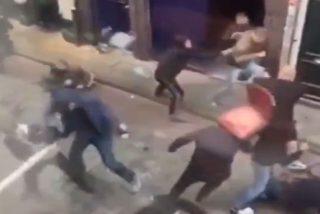 Brutal pelea callejera: ¿Dónde está el fregadero de la cocina?