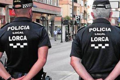 """La excusa de la joven de 19 años que abandonó a su hija en un cajero de Lorca: """"Su padre no le daba ni 5 euros"""""""