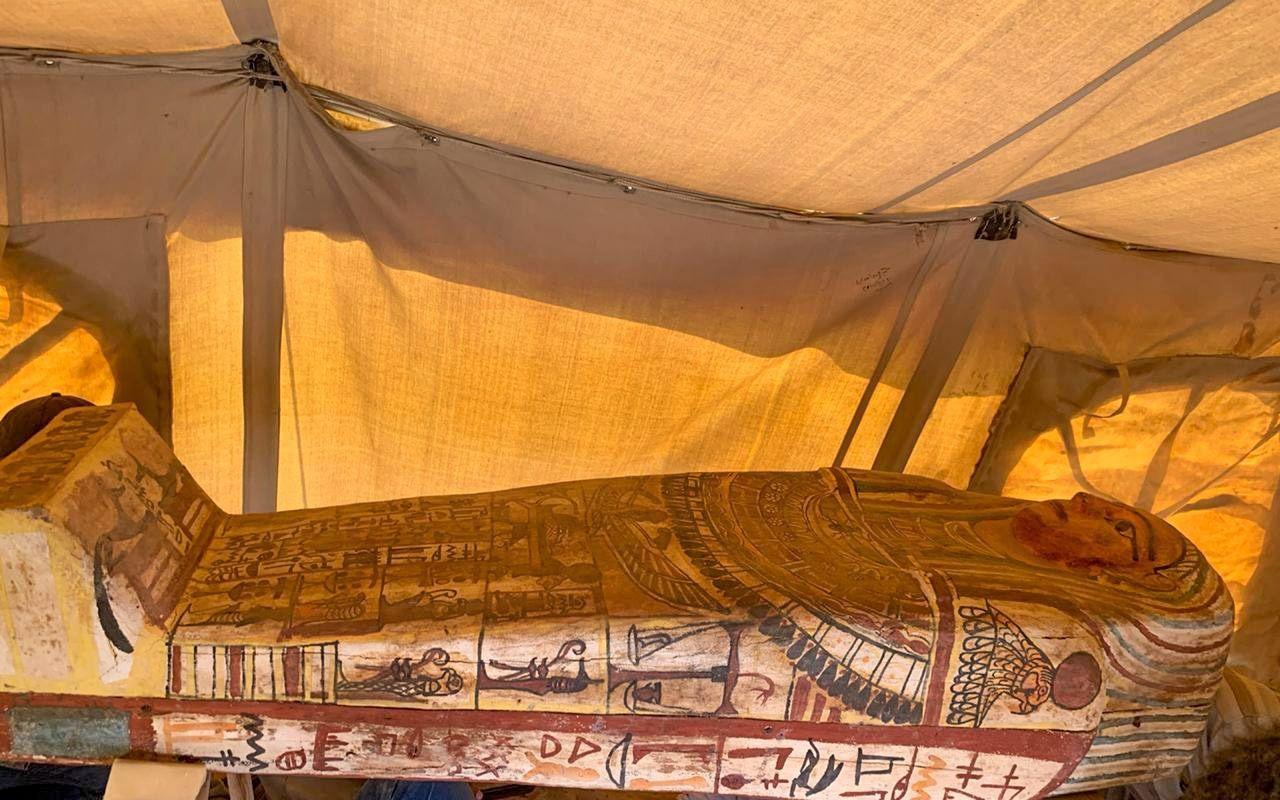 Egipto continúa desvelando secretos: arqueólogos hallan 27 ataúdes enterrados hace 2.500 años