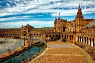 El alcalde de Sevilla promete apoyo e incentivos a agencias de viajes y hoteles