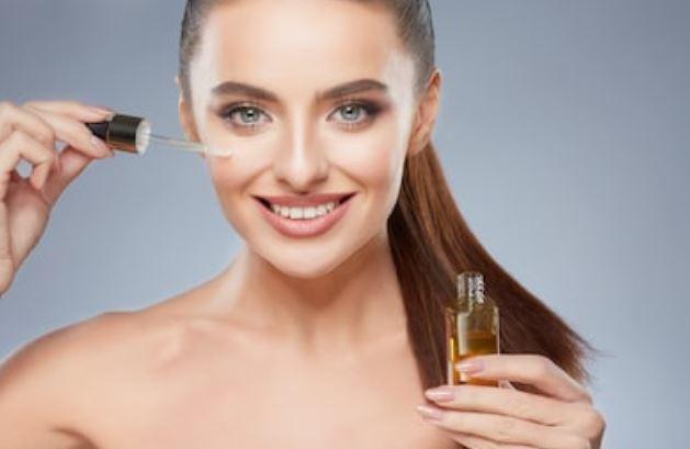 Cómo aplicar aceites en la cara