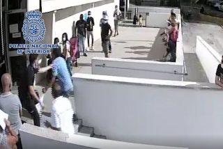 Así ataca un marroquí con un arma blanca a un policía de Tarragona por no tramitarle su documentación
