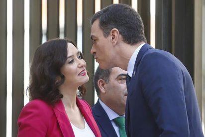 Una cámara capta una preocupante afirmación en la conversación privada entre Ayuso y Sánchez