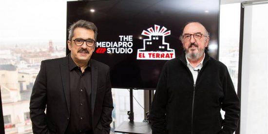 Telefónica se alía con Prisa y el Gobierno y premia al catalanista Buenafuente y al separatista Roures