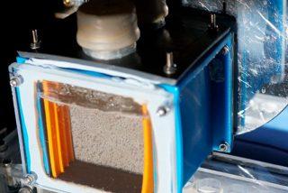Crean un dispositivo inalámbrico que convierte la luz solar, agua y CO2 en combustible líquido puro