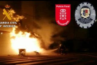Ataque de 300 violentos a la Guardia Civil y Policía en Alsasua con piedras, objetos y contenedores en llamas