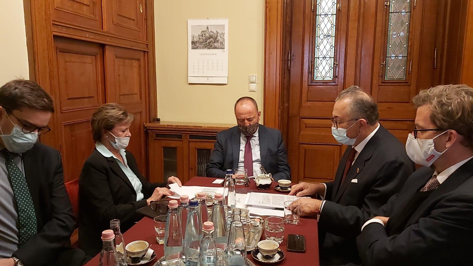 Hungría se enfrenta a Josep Borrell por ayudar a la dictadura de Nicolás Maduro