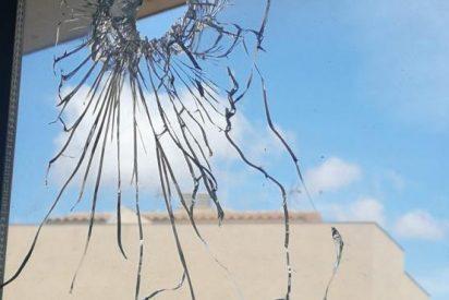 Unos okupas disparan contra una escuela en Barcelona