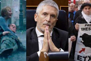 Marlaska se ríe de las víctimas de ETA: 'indignado' con el cartel de HBO, pero no deja de acercar terroristas al País Vasco