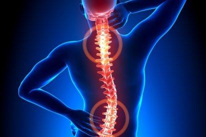 ¿Qué es la mielitis transversa? La extraña enfermedad que ha paralizado la vacuna de Oxford contra la Covid-19