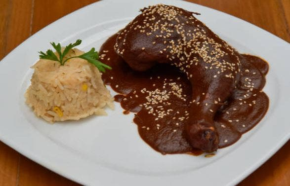 Mole de pollo, receta mexicana