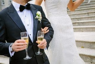 La insólita idea de unos novios para que todos sus invitados asistieran a su boda 'en tamaño real'