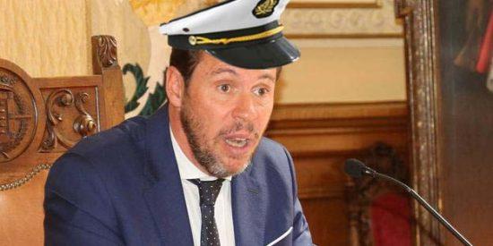 El alcalde socialista de Valladolid, Oscar Puente, se da un 'caprichito' vacacional y navega en un yate de dos millones