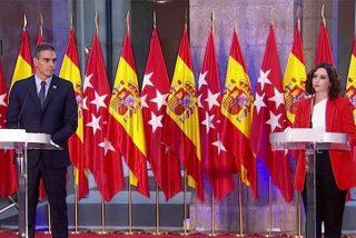 Ayuso le coloca a Sánchez 24 banderas de España y Madrid para hacerle pagar sus escarceos con Bildu y ERC