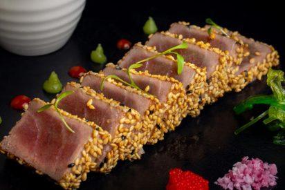 Tataki de atún marinado con sésamo: La técnica japonesa que triunfaen el mundo