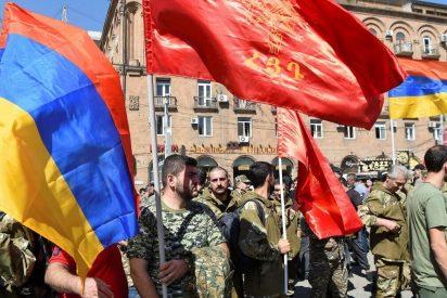 """EEUU, Francia y Rusia exigen un alto el fuego """"inmediato"""" en Nagorno Karabaj"""