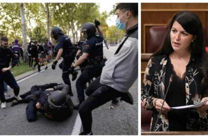 Escuche cómo Macarena Olona (VOX) 'arranca la careta' a los 'obreros' que agredieron a la Policía en Vallecas