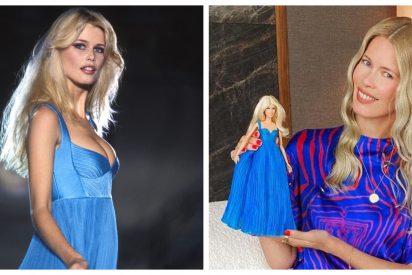 Claudia Schiffer rememora uno de sus míticos looks en una Barbie personalizada