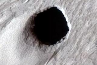 Encuentran un enorme tubo de lava localizado en Marte