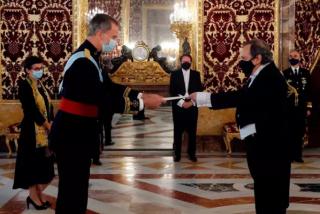 González Laya llega tarde y Felipe VI comienza la entrega de credenciales a nuevos embajadores sin esperarle