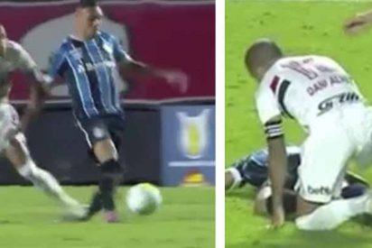 La patada 'asesina' de Dani Alves: Así lesiona a un rival en Brasil y solo le muestran la amarilla