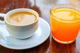 El típico desayuno 'español' de café, tostada y zumito que tiene un peligro para tu salud