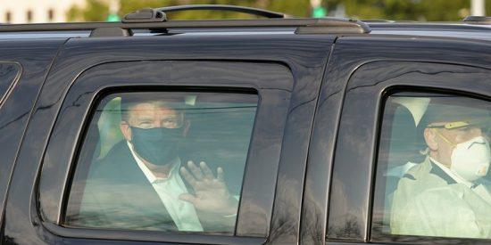 """Donald Trump sale del hospital y se da un paseo en coche blindado para saludar a sus seguidores: """"Es de locos"""""""