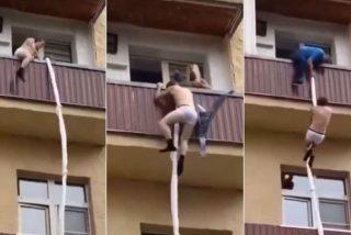 Huye por el balcón para escapar del marido de su amante y una vecina le da una paliza pensando que es un ladrón