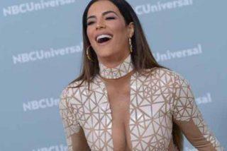 Sin sujetador y con transparencias: La venezolana Gaby Espino 'revienta' los Premios Billboard 2020