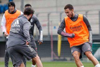 """Las cámaras cazan a Isco rajando de Zidane: """"Si me tiene que cambiar salgo en el minuto 50 y si me mete es en el 80"""""""