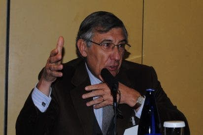 Jorge del Corral: «Felipe González le dio una cadena a Berlusconi porque se lo pidió Bettino Craxi»