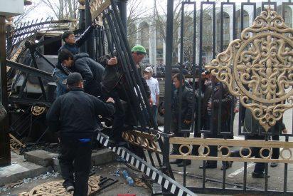 La oposición asalta el Gobierno de Kirguistán en un inesperado golpe de Estado
