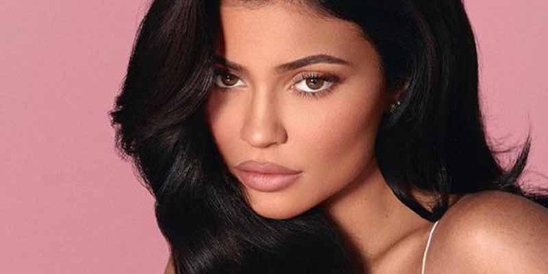 Kylie Jenner presume, se toca lo más grande y el furor es inmediato en las redes