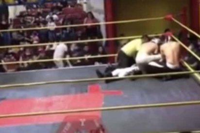 Un luchador mexicano muere en el cuadrilátero tras recibir dos 'machetazos' y una patada en el pecho