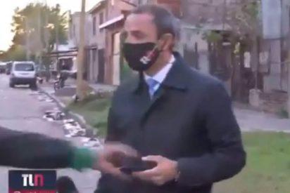 El ladrón roba en vivo el teléfono móvil a un reportero y la persecución se hace viral